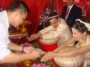 rod nam sang Thai wedding ceremony